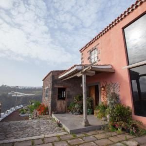 Hotel Pictures: La Casa Roja, Moya