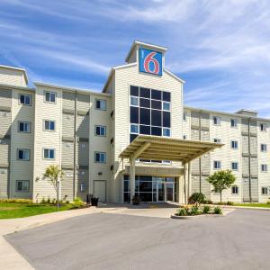 Hotel Pictures: Motel 6 Kingston Ontario, Kingston