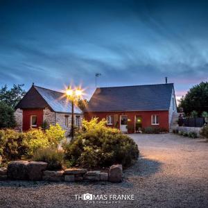 Hotel Pictures: Location de La Ferme De Kerraoul, Combrit
