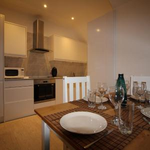 Hotel Pictures: Exquisite 1 Bed apartment, Staines