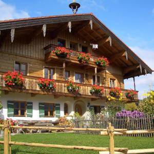 Hotelbilleder: Huberbauernhof, Piding