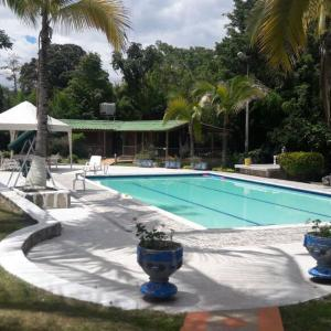 Hotel Pictures: Finca Resort El Guanabanal, Chinauta