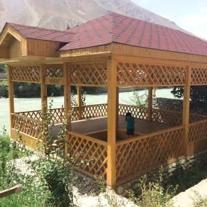 Фотографии отеля: Mountain River Guest House, Khorugh