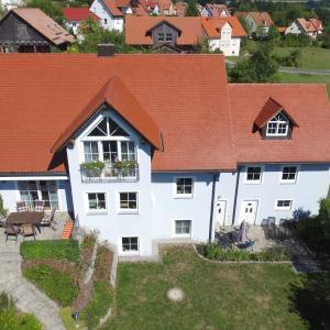 Hotelbilleder: Ferienwohnung Familie Fellner, Neualbenreuth