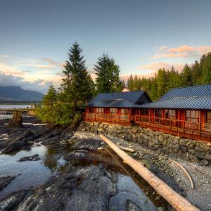 Hotel Pictures: Wild Renfrew Seaside Cottages, Port Renfrew