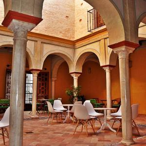 Hotel Pictures: Frenteabastos Hostel & Suites, Carmona