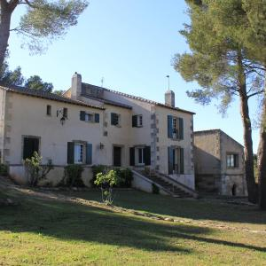 Hotel Pictures: Coste Haute, Saint-Martin-de-Crau