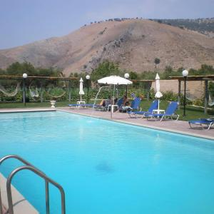 Hotel Pictures: Sezar's, Qeparo
