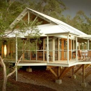 Foto Hotel: Bombah Point Eco Cottages, Bulahdelah