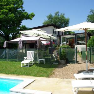 Hotel Pictures: La Maison de la Noisette, Annoisin-Chatelans