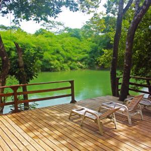 Hotel Pictures: Bullet Tree Riverside Cabanas, San Ignacio