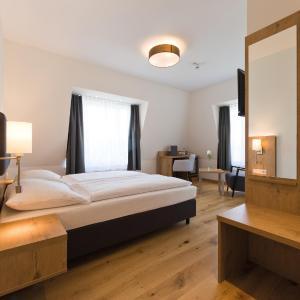 Hotel Pictures: Adler Hotel & Gasthaus, Nonnenhorn