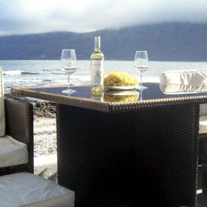 Hotel Pictures: Absolute Beachfront House II, Famara