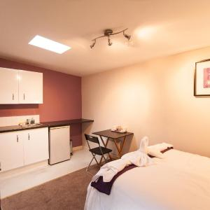 Hotel Pictures: Vision Suites, Harrow