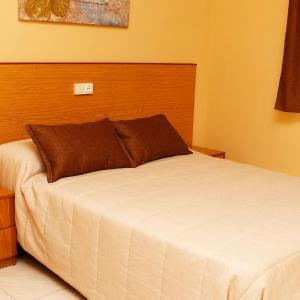 Hotel Pictures: Hotel Labrat Restaurante, Serranillos del Valle
