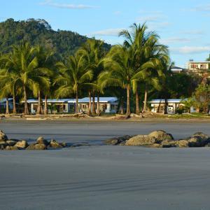 Hotel Pictures: Zen Spirit yoga resort, Puerto Coyote