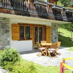 Hotel Pictures: Chalet Hestia, Champéry
