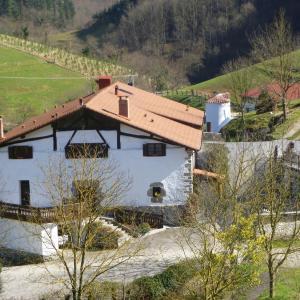 Hotel Pictures: Casa Rural Lazkaoetxe, Zaldibia
