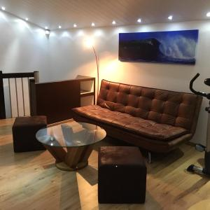 Hotel Pictures: Studio cosy au centre de Couvet, Couvet