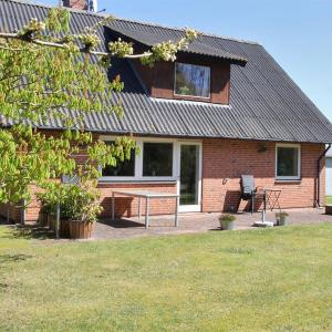 Hotel Pictures: Læsø Holiday Home 557, Østerby