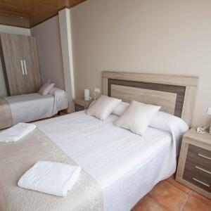 Hotel Pictures: Apartamentos Mirador del Pinar, Gúdar