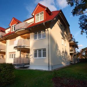 Hotel Pictures: Ferienwohnung Ursula in der Villa zum Kronprinzen direkt gegenüber der Saarow Therme, Bad Saarow