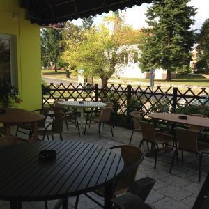 Hotel Pictures: Krásný Dvůr Restaurace a Penzion, Krásný Dvŭr