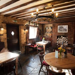 Hotel Pictures: The Bluebell, Helpston