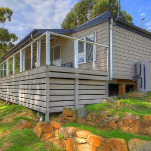 Hotel Pictures: Bruny Beachfront Eco Lodge, Adventure Bay