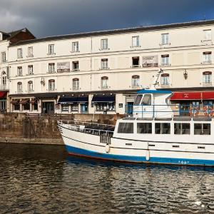 Hotel Pictures: Best Western Le Cheval Blanc, Honfleur
