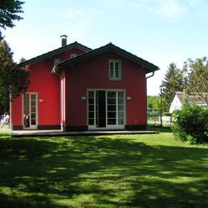 Hotelbilleder: Rotes Ferienhaus Klausdorf, Klausdorf Mecklenburg Vorpommern