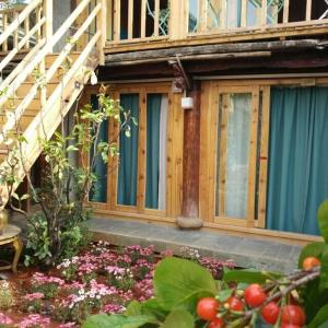 Hotel Pictures: Out Life Homestay, Lijiang