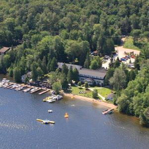 Hotel Pictures: Bonnie View Inn, Haliburton