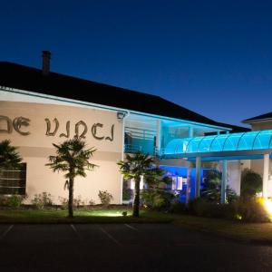 Hotel Pictures: Espace Leonard De Vinci, Lisses