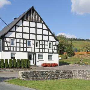 Hotel Pictures: Ferienbauernhof Familie Stratmann, Eslohe