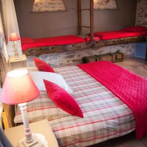 Hotel Pictures: Chambres d'hôtes La Combe de Redoles, Tour-de-Faure