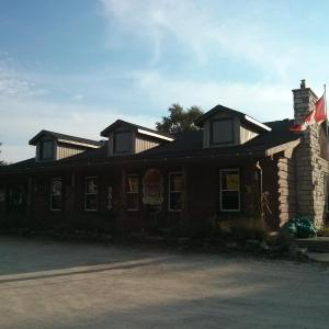 Hotel Pictures: The Spirit Rock Outpost & Lodge, Wiarton