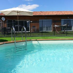 Hotel Pictures: Villa Les Roses Noires, Singleyrac