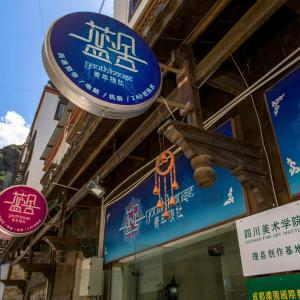 Hotel Pictures: Sichuan Blue House Youth Hostel, Li