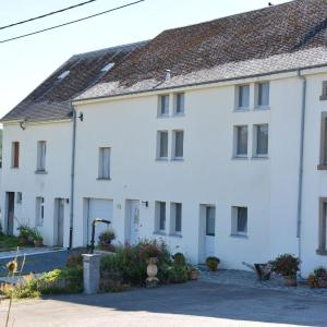 Hotel Pictures: Holiday home Aux Hirondelles, Radelange