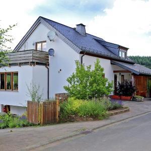 Hotel Pictures: Holiday home Ferienwohnung Flucke Iii, Balesfeld