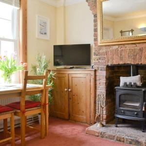 Hotel Pictures: Minty Cottage, Hythe