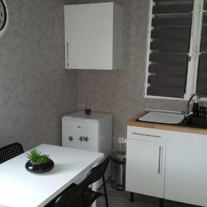 Hotel Pictures: Appartement Charmant Bord Du Canal, Plombières-lès-Dijon