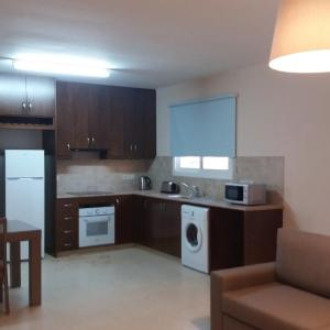 Hotel Pictures: Apartment 202 Markyria Court, Larnaka