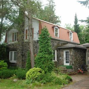 Hotel Pictures: Maison au Lac à La Tortue, Shawinigan