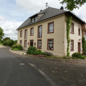 Hotel Pictures: Apartment Rosenhof, Üxheim