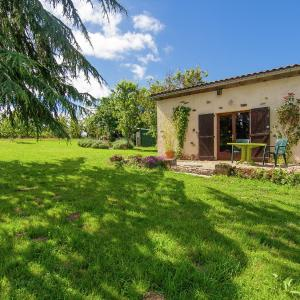 Hotel Pictures: Holiday Home The Piggery St Mesmin - Near Savignacledrier, Savignac-Lédrier