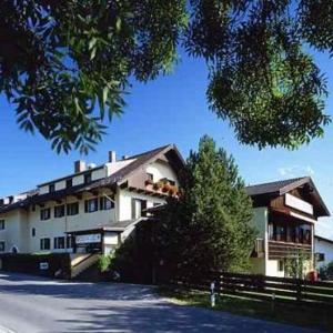 Hotel Pictures: Gasthof SONNE, Seehausen am Staffelsee