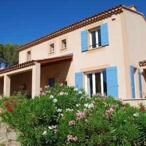 Hotel Pictures: Villa - Saumane-De-Vaucluse, Saumane-de-Vaucluse