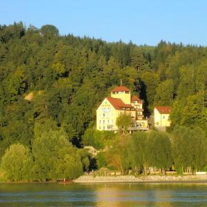 Фотографии отеля: Hotel-Restaurant Faustschlössl, Фельдкирхен-на-Дунае